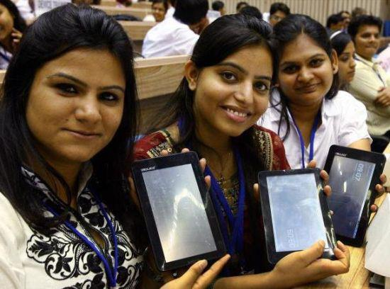 The Cheapest Tablet PC, Aakash gets 3 Lakh Pre-Launch Orders