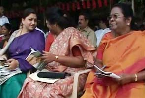 Mullaperiyar: Khushboo joins DMK fast
